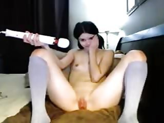 Teen brune s'excite en webcam