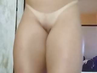 Hot bonde shows beautiful pussy