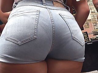 GluteusDivinus - Curvy Spaniard Ass in Short Jean