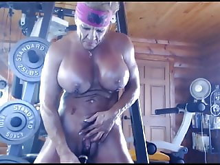 Muscle Mama Squirts