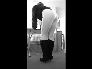 slut in white cotton leggings