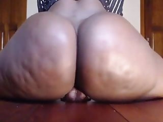 Ebony Bubble Butt Bouncing on Her Dildo