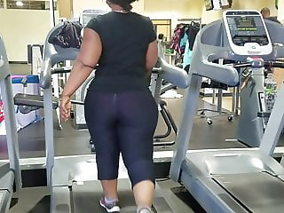 Nutbooty in gym