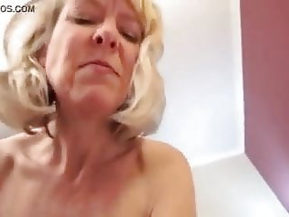 Dude fucks an older hot 50 year old escort