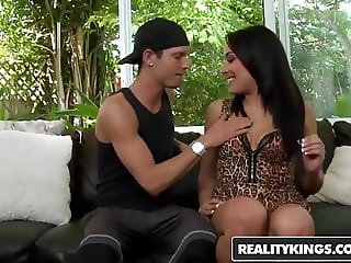 Amateur teen Ava Kelly gets paid for sex - Reality Kings