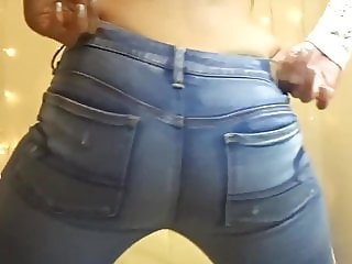 Hot girl farting in tight jeans