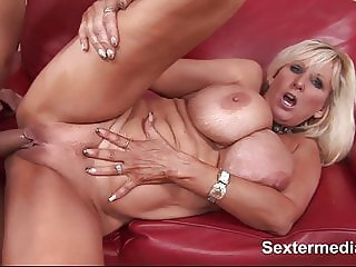 Lovely joyful fuckhole of Chica pulsates wide open for giant
