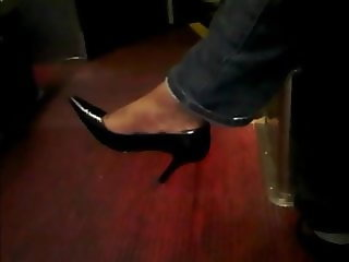 Ebony woman toe wiggling in Tight Black heels