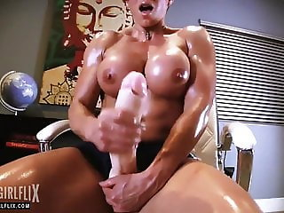 Muscle Girl With Massive Cock Jerk Off Futanari
