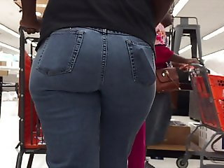 Nice Hips and Ass Ebony Walking in Jeans