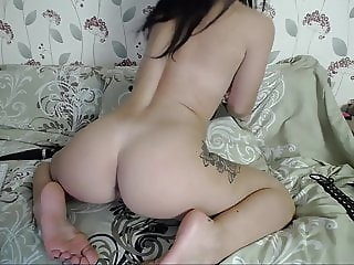 Pawg shows feet and butt off on cam solo