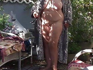 Flashypink gets naked in front yard