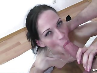 SKINNY GERMAN AMATEUR Amy In Real Homemade Threesome