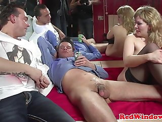 Dutch redlight beauty fingered while sucking