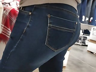 Big ass mature milfs in tight jeans