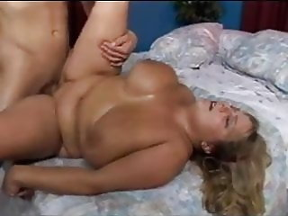Moms Tits are huge! Pawginc