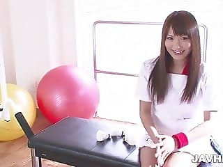 Suzu Minamoto gives her pussy a workout in her local gym