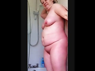 Mom washes her pussy