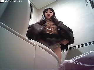 Girl toilet cam (PART 5)