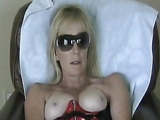 Celebrity Milf Housewife in stolen, leaked homemade video!