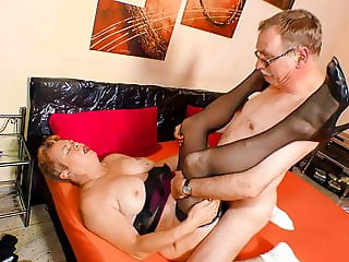 Mature German newbie puts her horny pussy to work