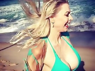 Milf Louise shows her sexy ass in slowmo at the beach