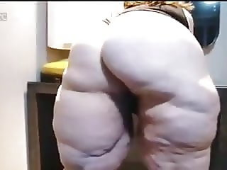 Granny Cellulite Ass and Thigh Shaking