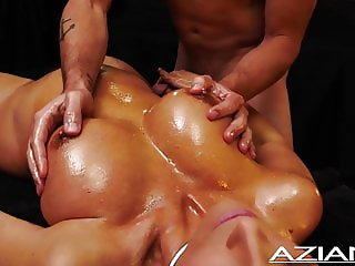 SEXY OIL MASSAGE JERK OFF WITH MILF
