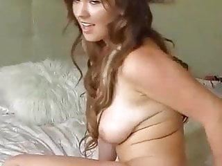 Beautiful Hot Babe Plays Her Sweet Cunt