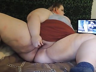 Horny BBW Cums While Watching Porn