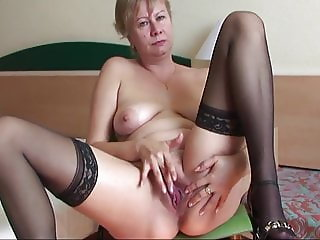 Milf masturbating and pee