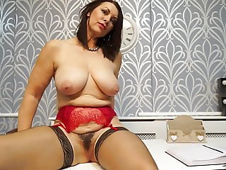 Beautiful mature MOM wants your cock