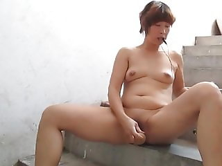 Amateur Asian Wife Squirts