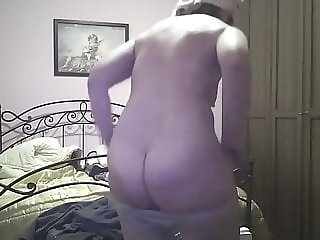 My wife is naked after a shower from behind