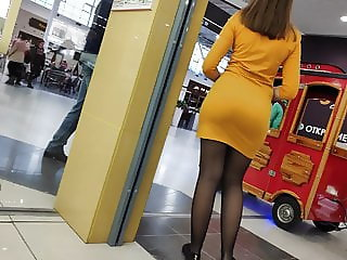 Delicious big butts sexy girls in very tight dress