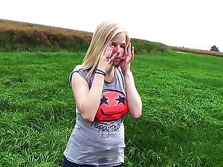 Clip 11Lil - Outdoor Spanking und Posing - FACE