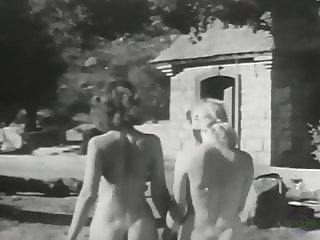 Jean and her blonde friend outdoors (Vintage 1950s Pinups)