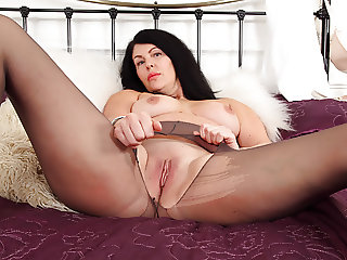 English milf Sassy rubs her shaven fanny