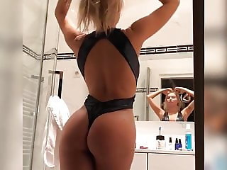 Sahara Ray - Aussie model checking herself out in a mirror