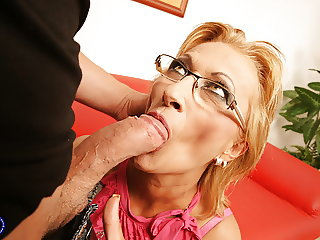 Hot mother gets running pussy creampie
