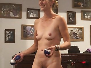 Amateur housewife sexy juggle