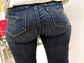 Juicy hips milfs in tight jeans