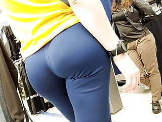 Bubble butts girls in tight sports pants