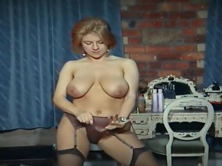 QUEER - vintage big tits strip dance tease in stockings Schwul / Anal