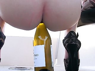 Preciosa anglosajona wine bottle insertion in pussy shaved