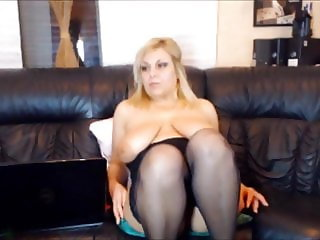 MUM WITH BIG TITS SQUIRTS WITH PUSSY PLAY