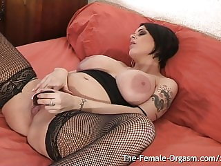 Horny Pregnant MILF Vibes Clit To Real Orgasm