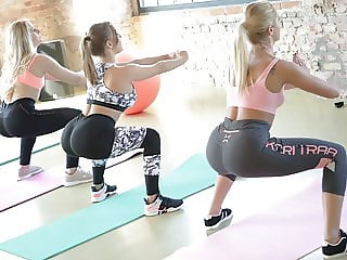 Sexy Gym Girls on a fierce Threesome