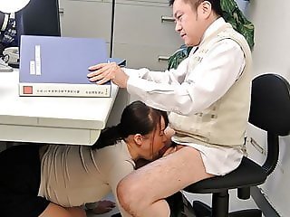 Japanese student, Sayaka Aishiro gives blowjobs to her profe