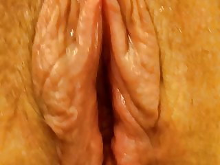 Mature girlfriend has orgasm with strong contractions